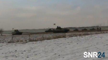 Большие колонны бронетехники стягиваются на Донбасс украинской стороной