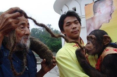 Мужчины- волосы, бороды, усы.