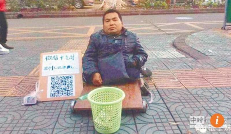 Нет наличных? Китайские попрошайки теперь принимают мобильные платежи
