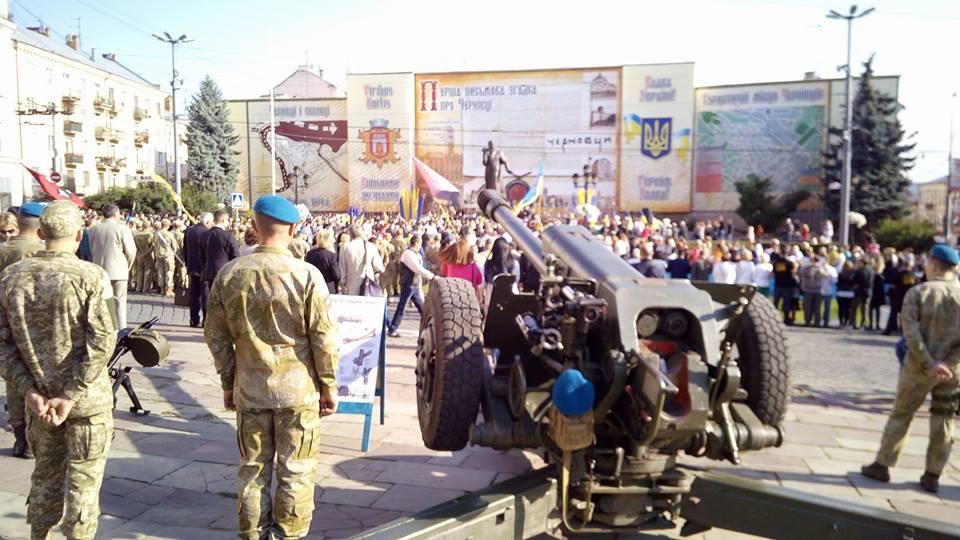 С утра пахнет перегаром — это украинские военные празднуют «день флага»