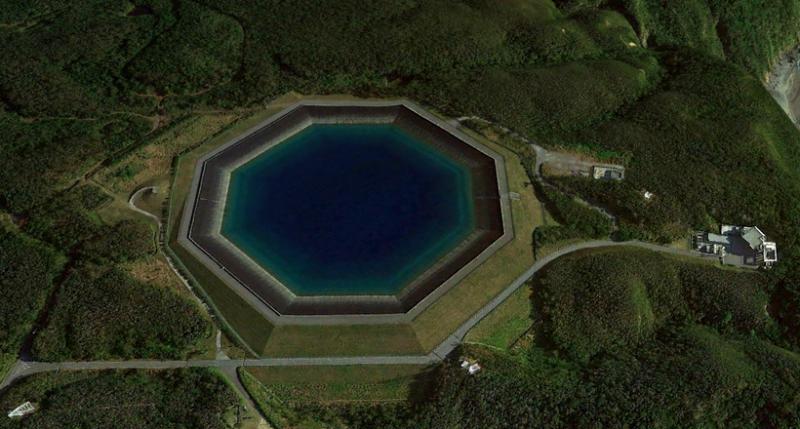 Это не бассейн: зачем нужен странный восьмиугольный водоем на берегу Тихого океана