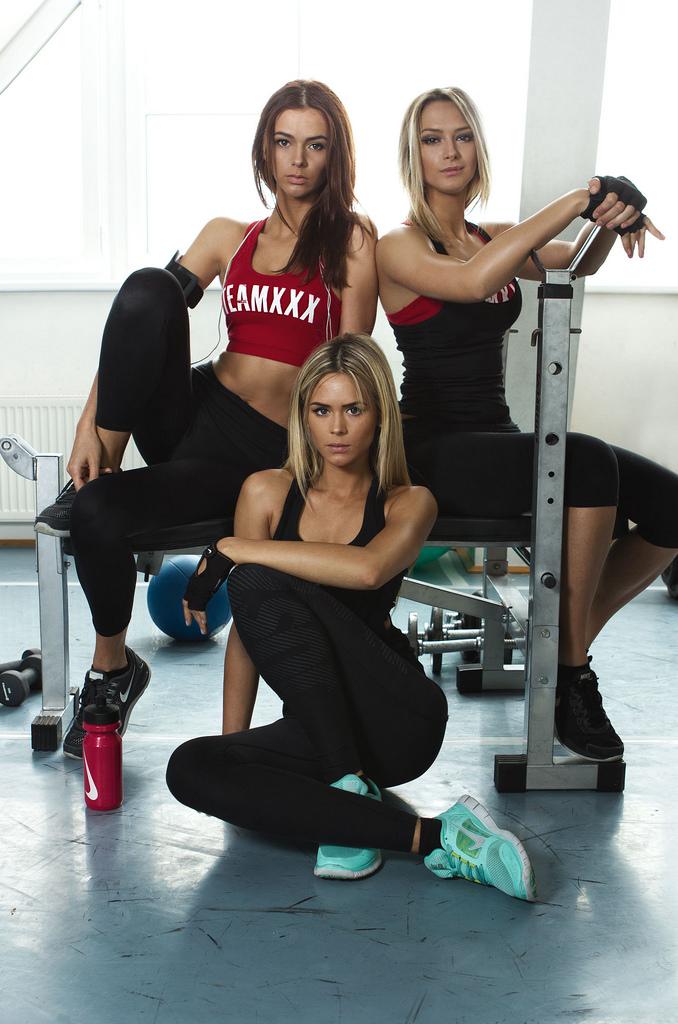 Три сестренки, от которых вы не сможете отвести глаз, очаровали Интернет девушки, красотки, румыния, сестры
