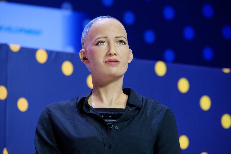 Робот София, пообещавшая уни…