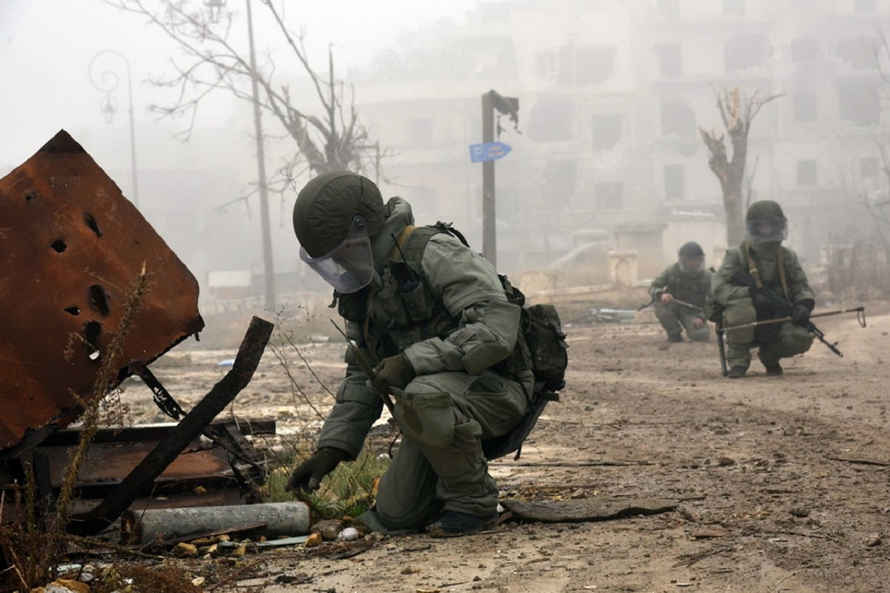 Жуткие находки под Абу-Кемалем: САА вскрыли массовые захоронения ИГ