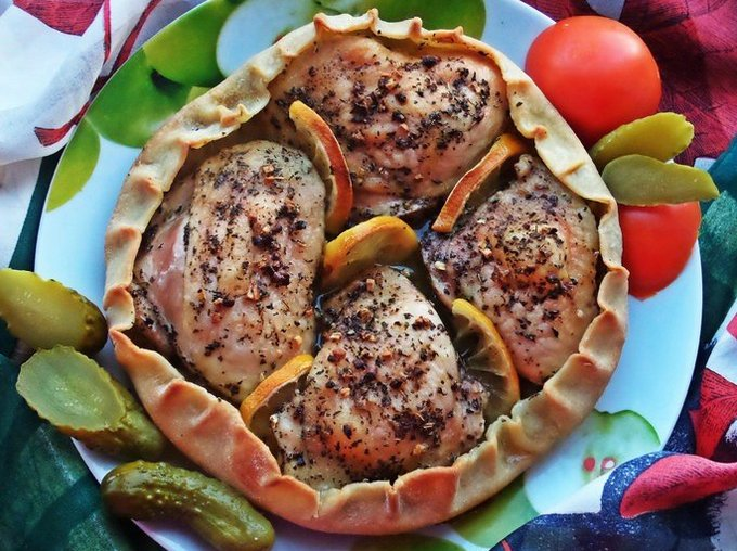 Курица запечённая в съедобной тарелке