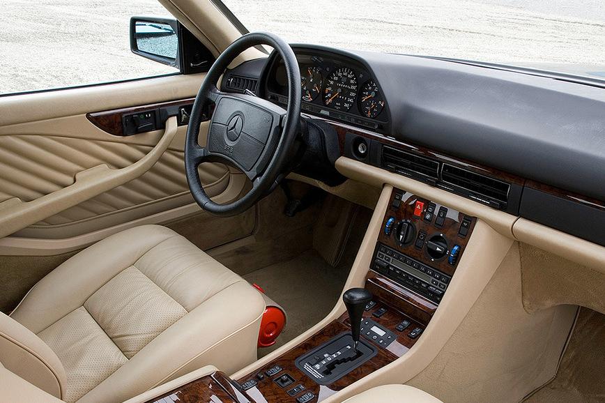 Самые роскошные и безумные интерьеры автомобилей 80-х годов