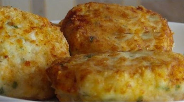 Замечательные куриные котлеты с творогом, сыром и зеленью