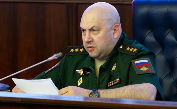 Сапог генерала Суровикина лег на штурвал ВКС
