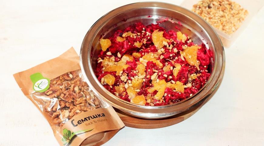 Витаминный салат с орешками. Шаг 5