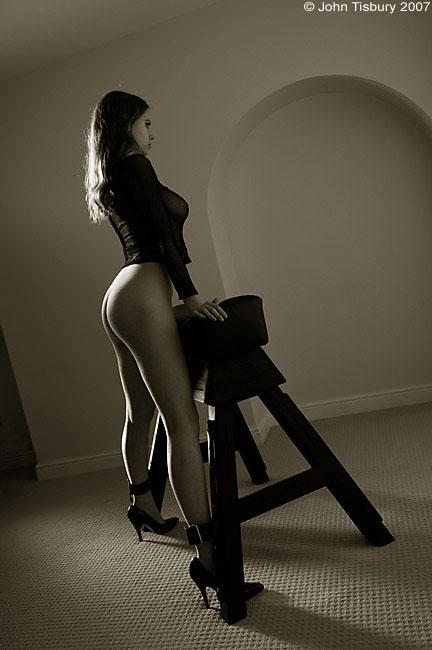 eroticheskie-professionalnie-cherno-belie-fotografii-nevolnits