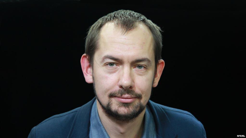 Украинский журналист Роман Цымбалюк сел в лужу в прямом эфире