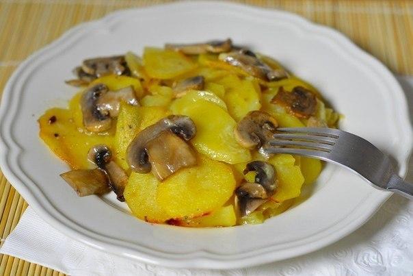 Картошка с грибами и чесноком в сливках. Божественно вкусно!