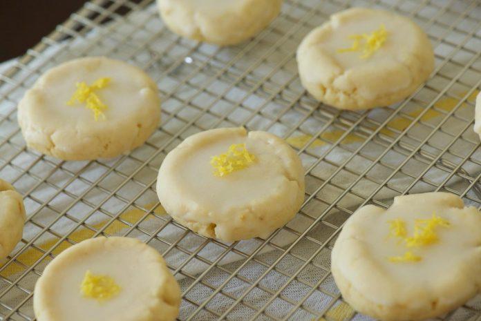 Лимонное печенье в глазури к чаю. На одном не остановишься!