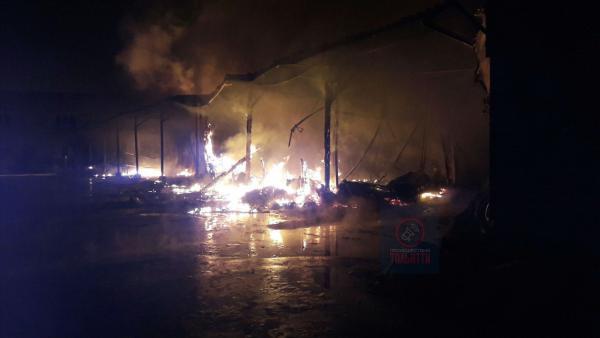 Крупный пожар вспыхнул после взрыва на складах в Тольятти