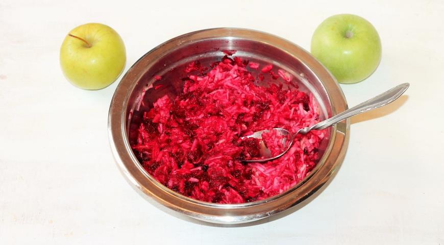 Витаминный салат с орешками. Шаг 3