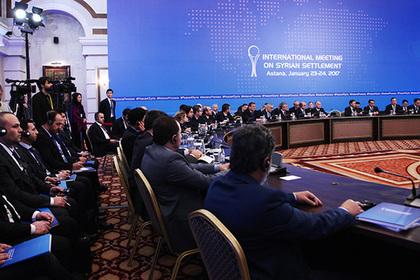 На переговорах в Астане журналисты час прождали воображаемого пресс-подхода