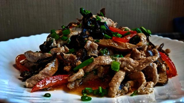 Фото к рецепту: Мясо веревочкой свинина со вкусом рыбы 鱼香肉丝