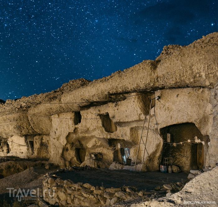 Древняя иранская деревня троглодитов