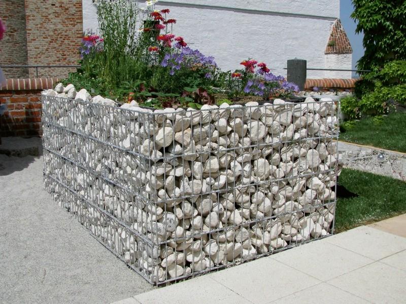 Ограждения для клумб из камня
