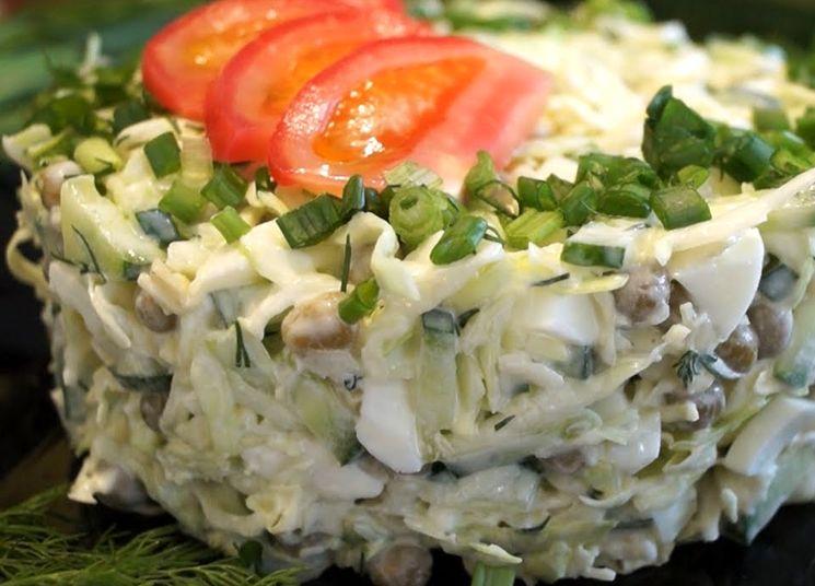 Вкусный и простой салат из капусты