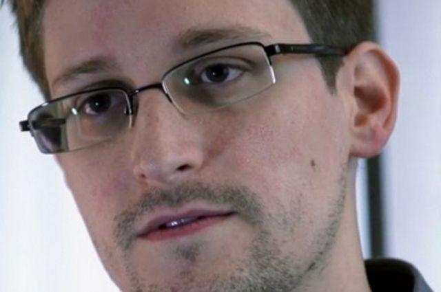 Сноуден поблагодарил Обаму за смягчение приговора Челси Мэннинг