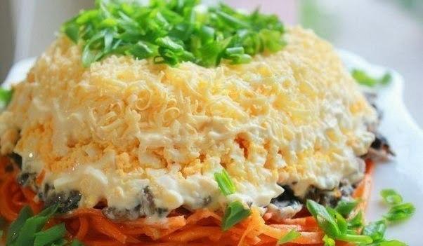 Вкусный салат с корейской морковкой и грибами. Понравится всем