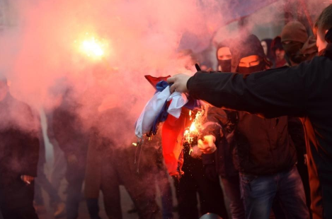 Украинские радикалы напали н…