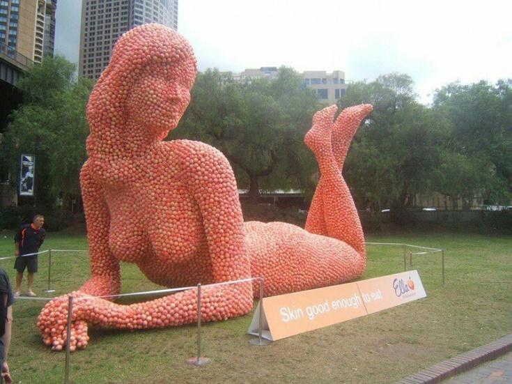 Скульптура из яблок