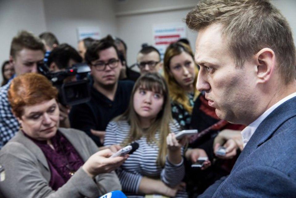«Навальный подставляет людей…