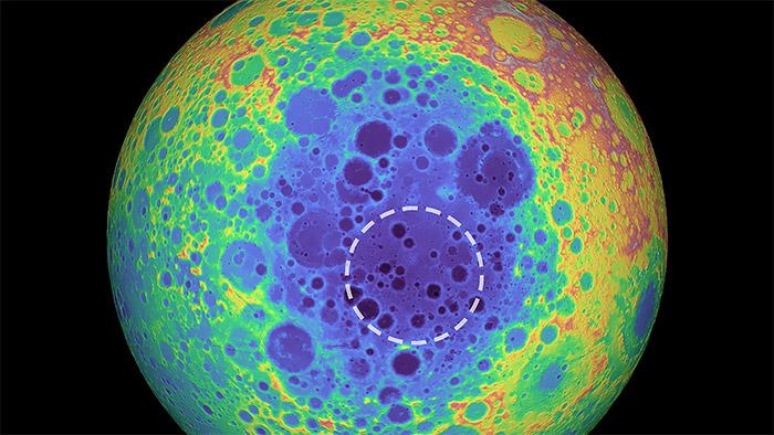 Обнаружена массовая аномалия под южным полюсом Луны