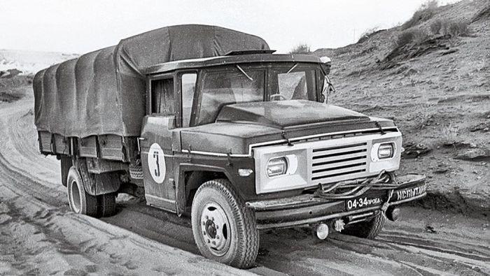 Грузовой автомобиль ЗиЛ–130 с перспективной кабиной водителя из стеклопластика, 1970 год, СССР было, история, фото