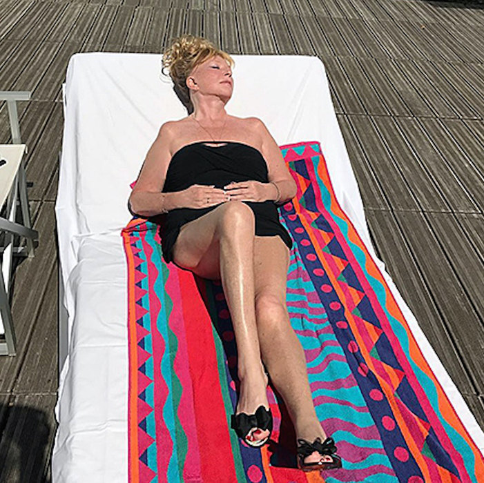 Могут себе позволить: как выглядят в бикини Пугачева и другие звезды старше 40