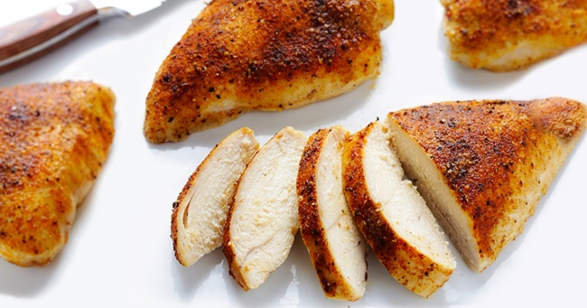 5 секретов сочной запеченной куриной грудки