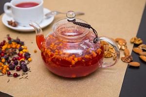 Витаминные травяные чаи вместо дорогих аптечных препаратов. 3 универсальных рецепта
