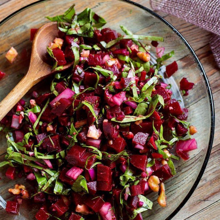 Как сделать салат из свеклы: разнообразные рецепты, ингредиенты и советы по готовке