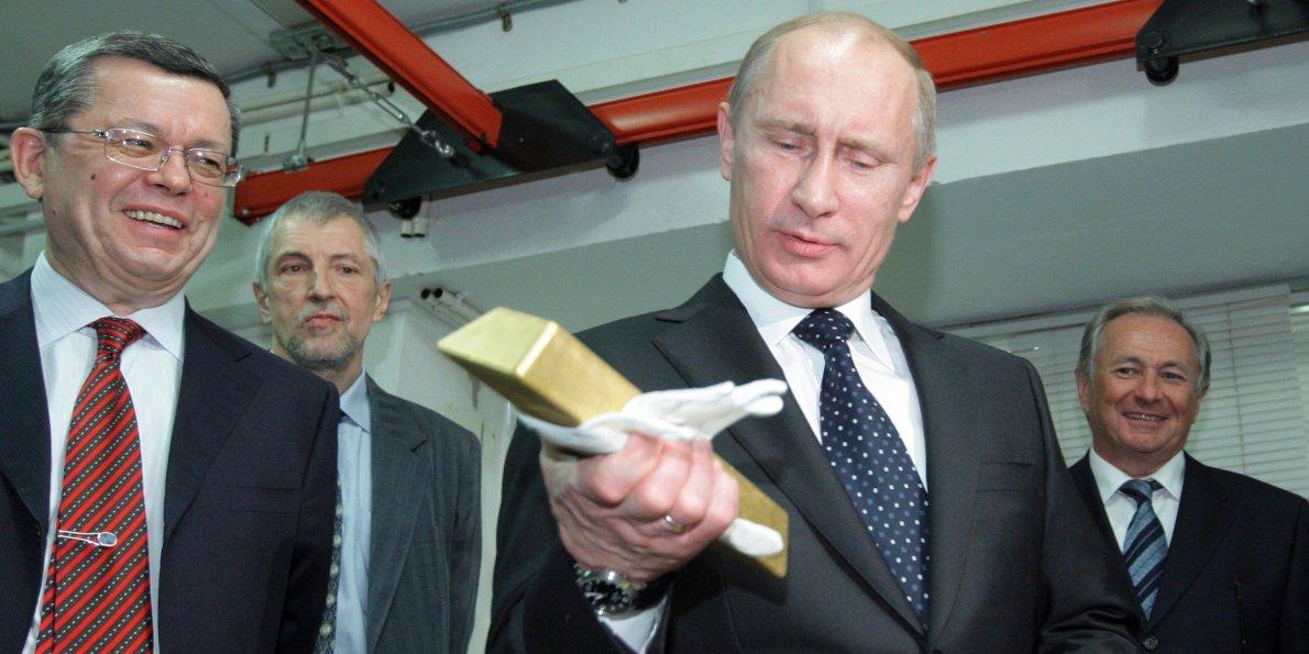 Зачем Россия скупает золото?