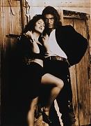 Сальма Хайек (Salma Hayek) и Антонио Бандерас (Antonio Banderas) в фотосессии для фильма «Отчаянный» (Desperado) (1995)