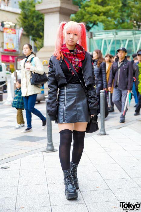 Модники и модницы с улиц японских городов (31 фото)