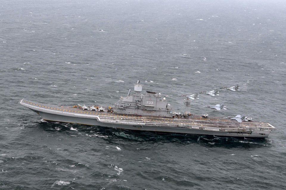 На авианосце Vikramaditya прошли испытания в рамках тендера на закупку палубных истребителей