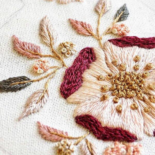 Великолепие цветочной вышивки от мастерицы Амины