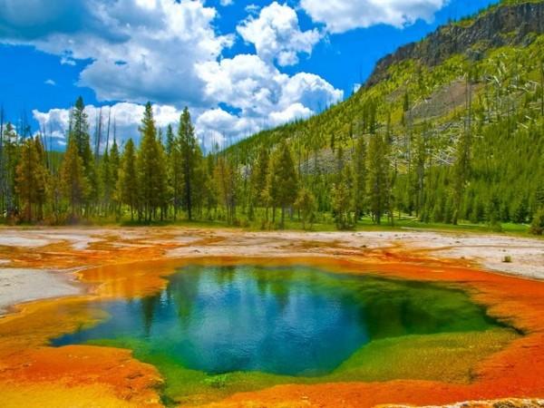 Бассейн в Йеллоустонском национальном парке