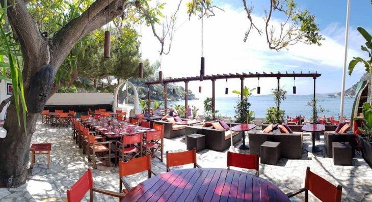 Топ 10: Самые экстравагантные пляжные бары Средиземноморья