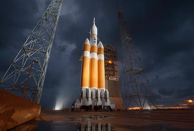 Корабль Orion в головной части ракеты Delta IV Heavy