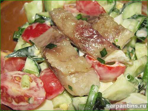 Летний салат с селедкой