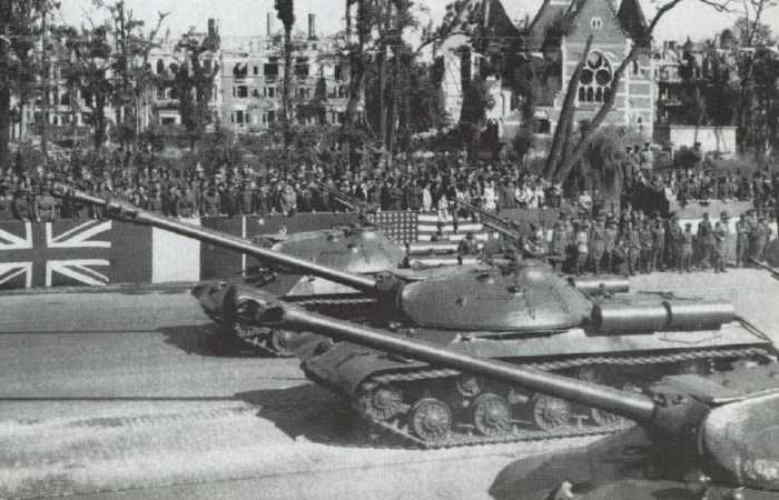 Зачем Советский Союз показал на параде в Берлине танки ИС-3