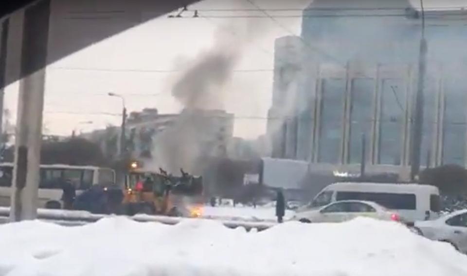 Видео: в Петрбурге рабочий э…