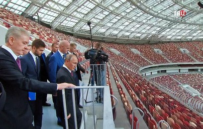 """Путин и Собянин осмотрели обновленный Олимпийский комплекс """"Лужники"""""""