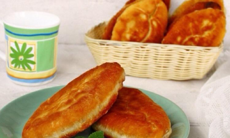 Сытными, ароматные и очень вкусные жареные пирожки с щавелем