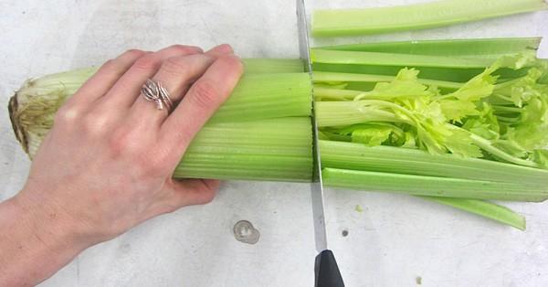10 невероятных причин, почему вы должны съедать по вечерам сельдерей