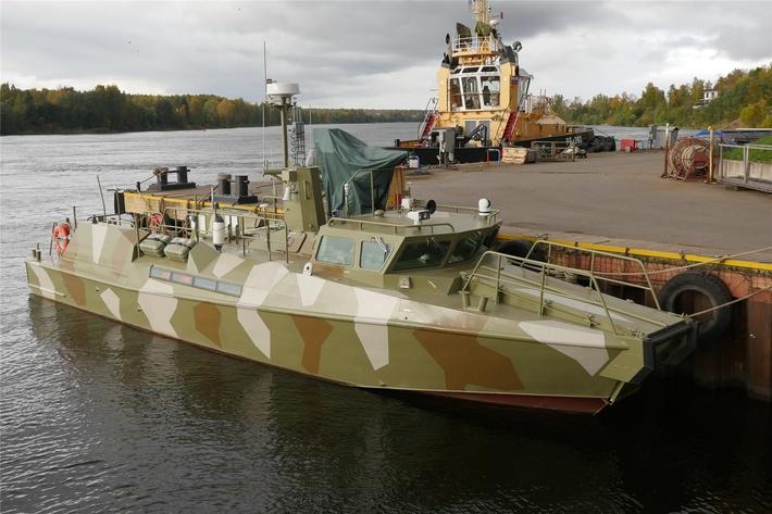 ЛСЗ «Пелла» передал ВМФ России буксир РБ-393 и патрульный катер «Раптор»